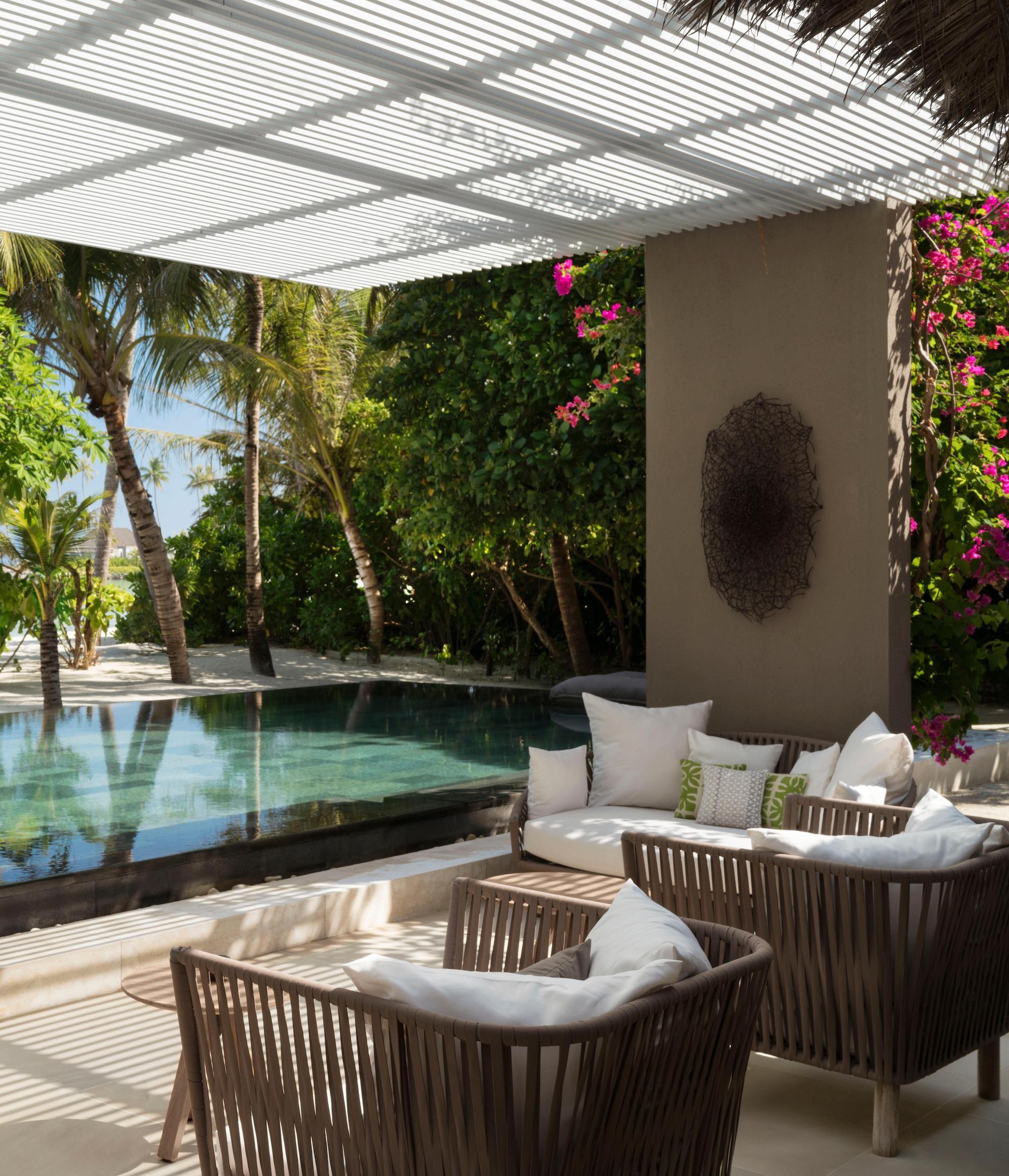 maldives hotel patio pool