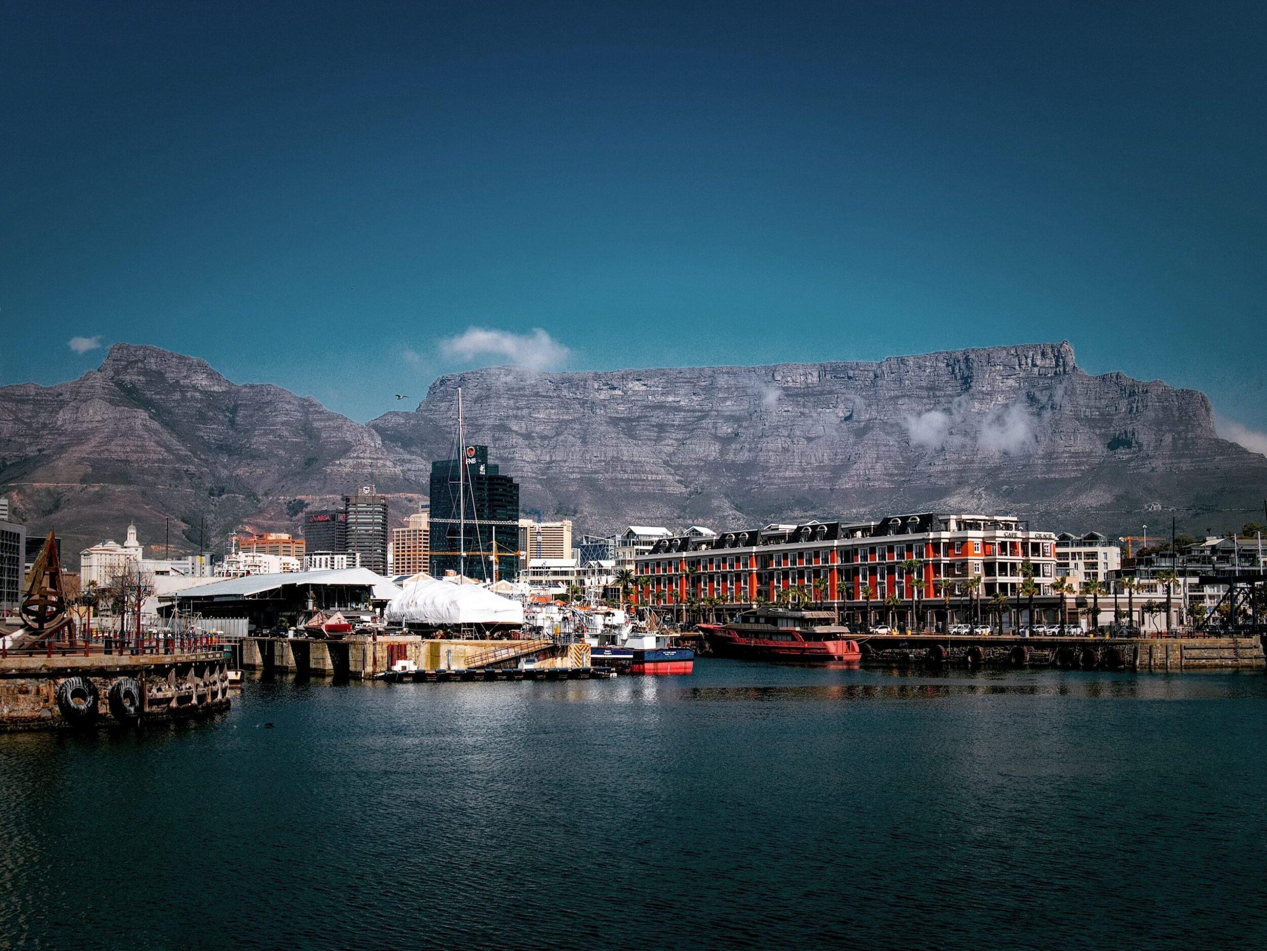 Cape Town resort, Photo by Matthias Mullie on Unsplash