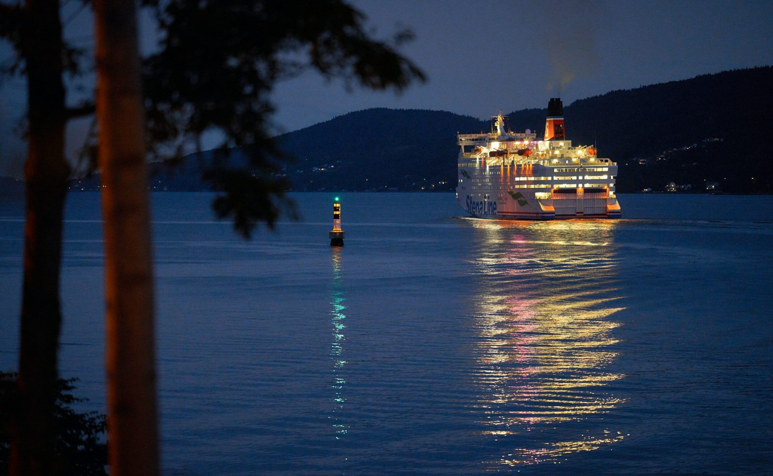 When the sun sets, nightlife onboard a Caribbean cruise gears up.